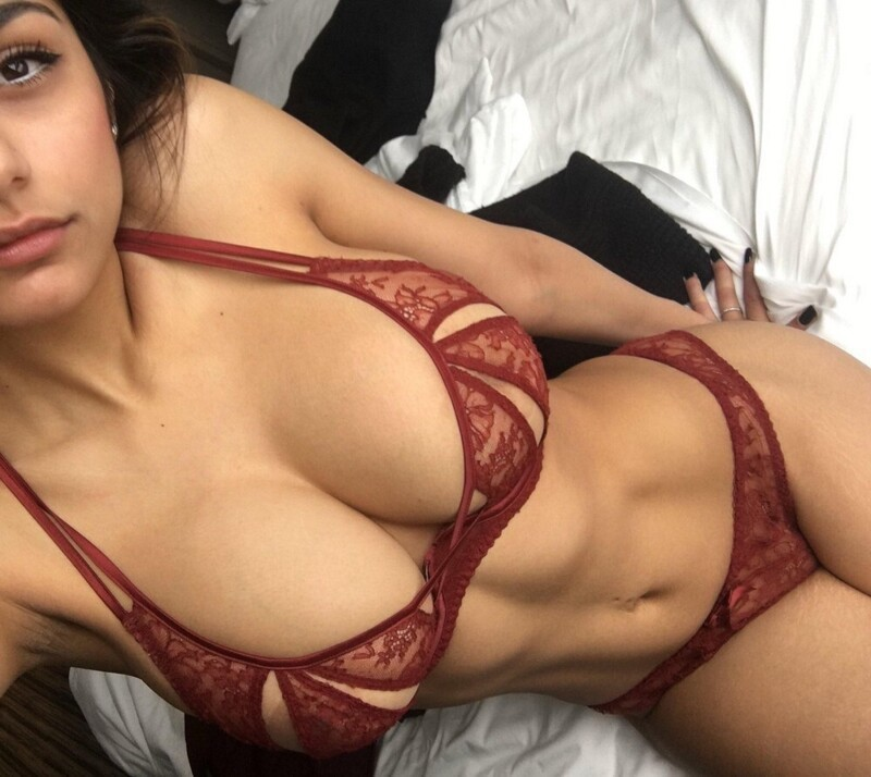 Hot Girls In Sexy Lingerie (40 Photos + 5 GIFs)
