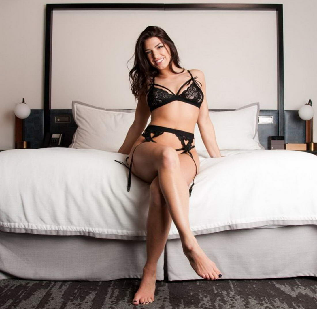 Hot Girls In Sexy Lingerie (44 Photos + 5 GIFs)