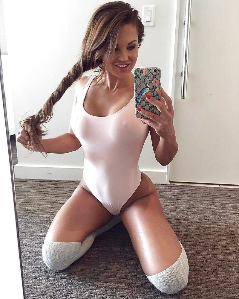 Hot Sexy Girls In Stockings (35 Photos + 5 GIFs)