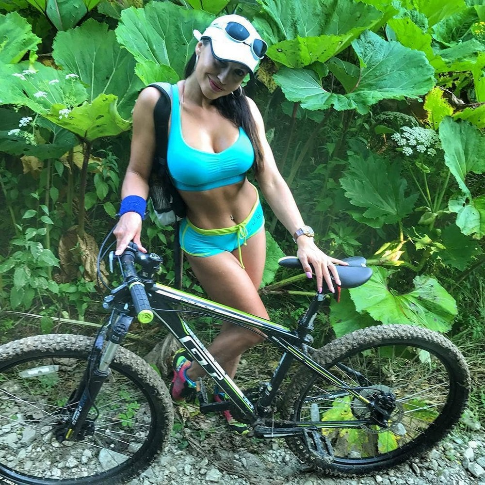 Hot Girls Like To Ride Bicycle (35 Photos)
