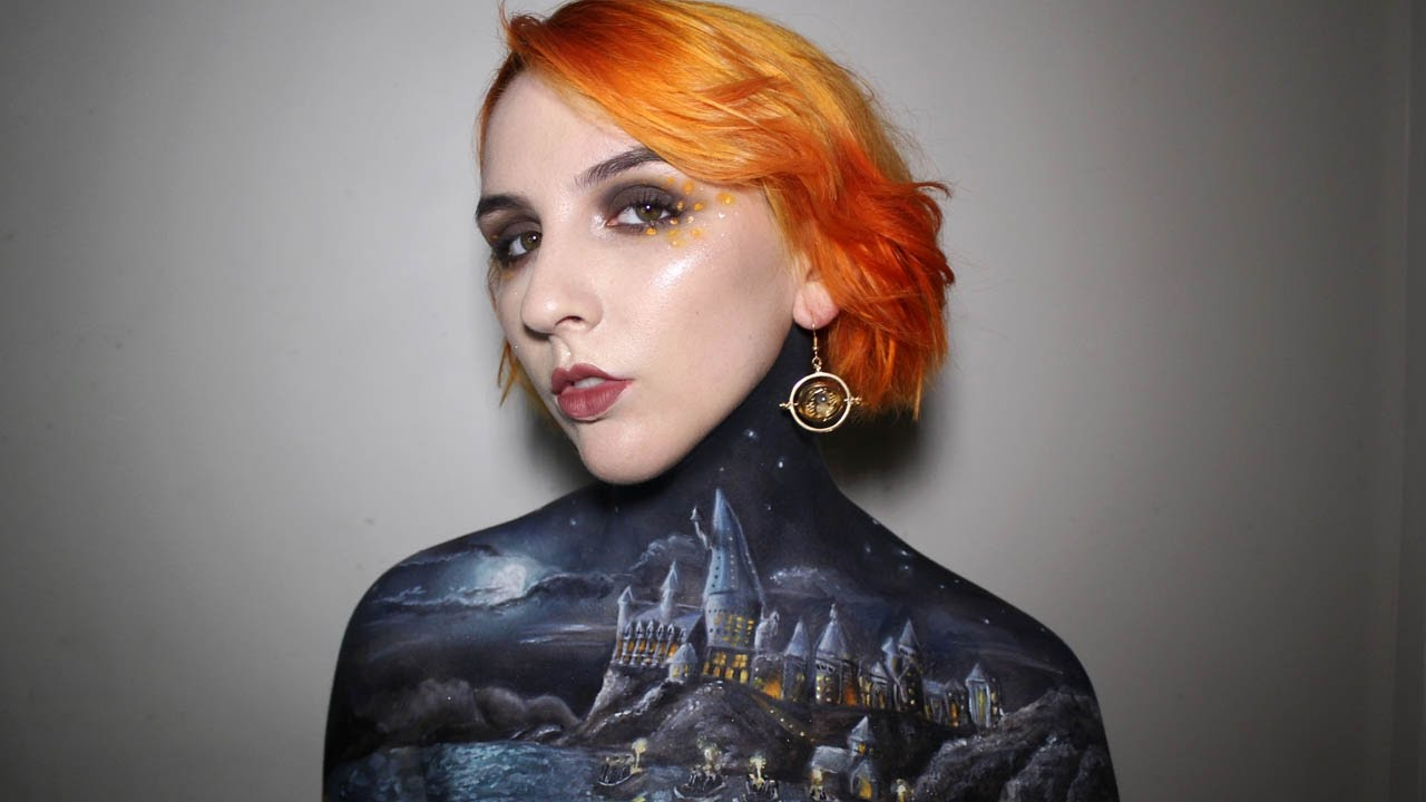 Artist Painted Hogwarts On Her Body And It's Magical