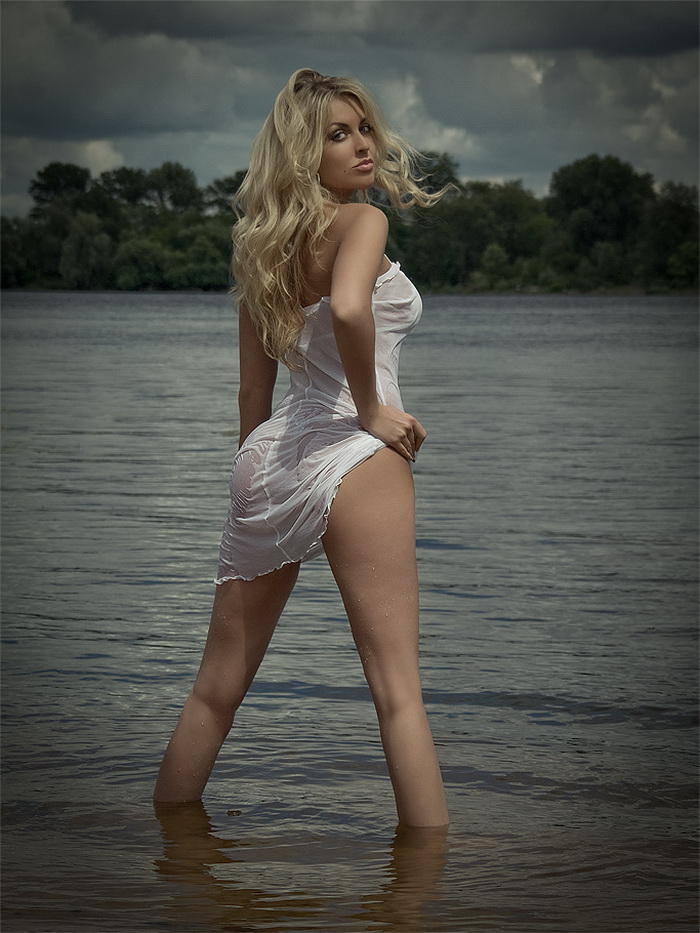 Hot Girls Like To Be Wet (44 Photos)