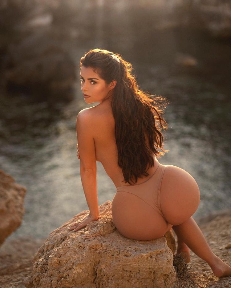 The Sizzling Demi Rose Mawby Is Our Wenesday Feature