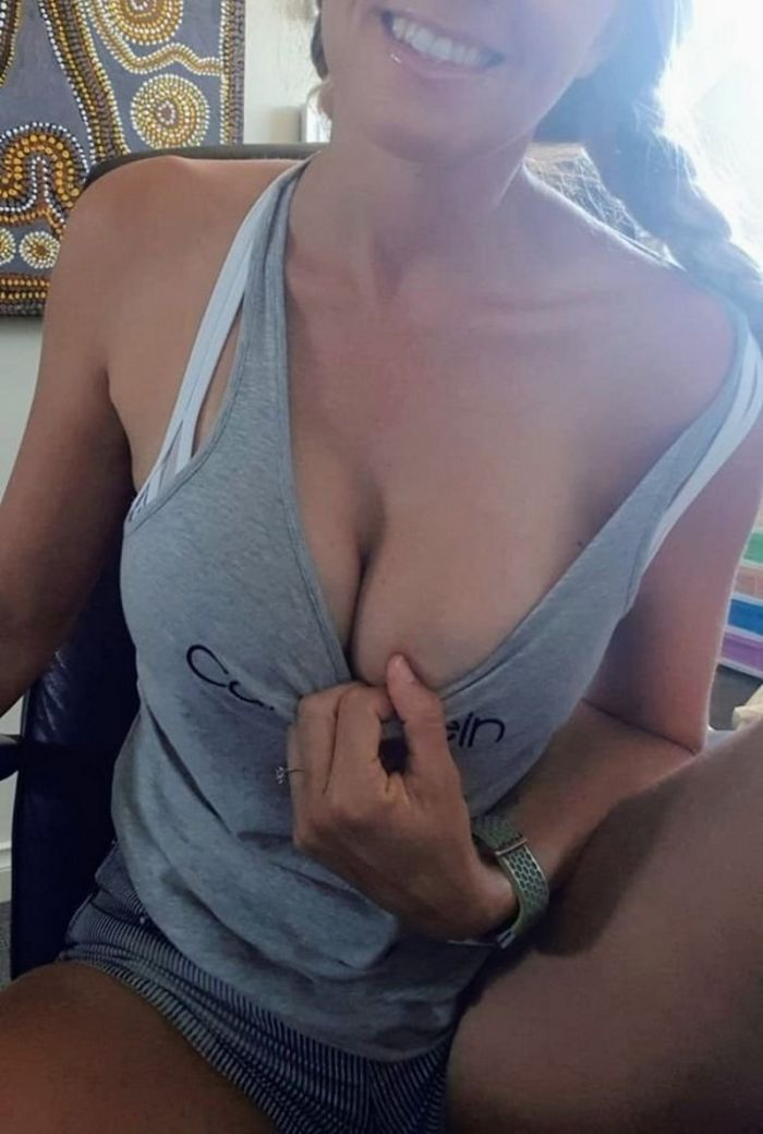 Hot Girls Bored At Work (70 Photos)