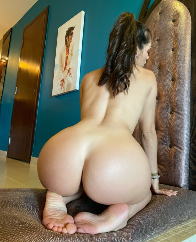 Hot Girls With Sexy Butts (27 Photos)