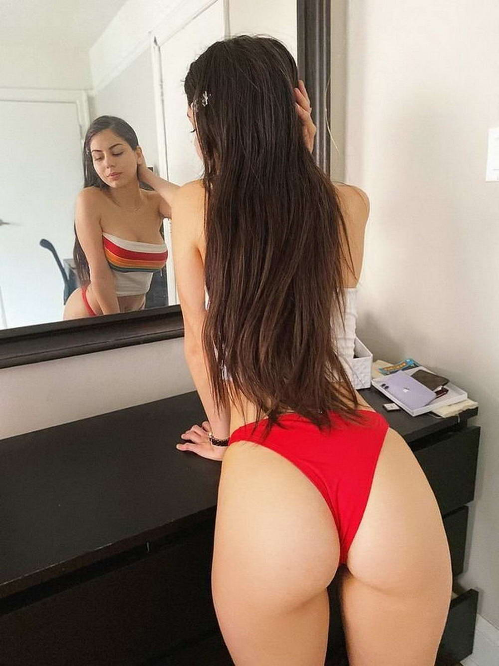 Hot Girls With Sexy Butts (61 Photos + 5 GIFs)