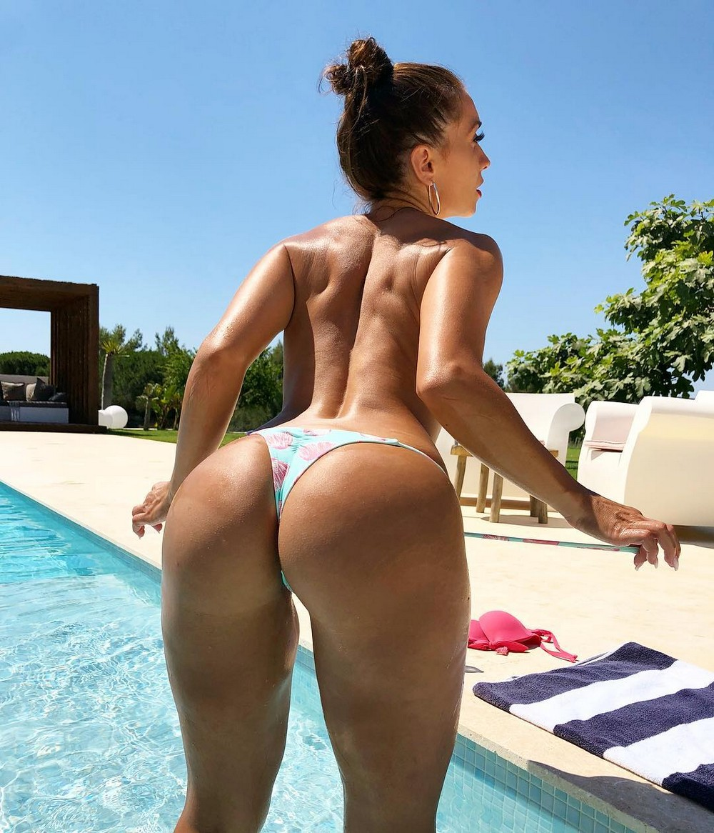 Hot Girls With Sexy Butts (72 Photos)