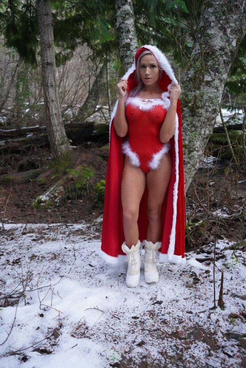 Hot And Sexy Christmas Girls (35 Photos + 5 GIFs)