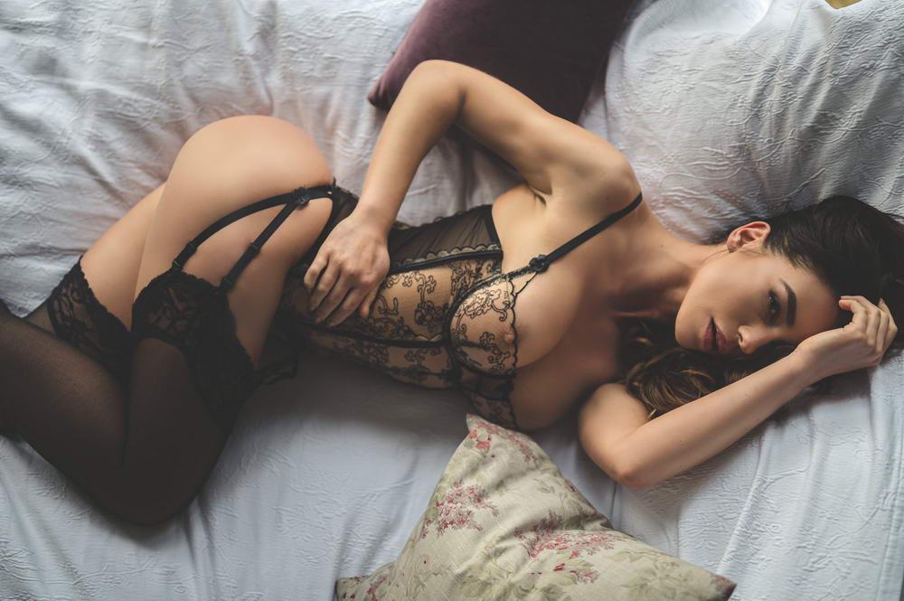 Hot Girls In Sexy Lingerie (38 Photos + 5 GIFs)