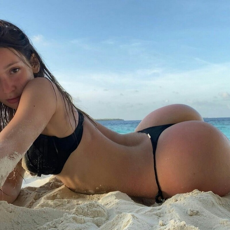 Hot Girls In Thong Bikinis (35 Photos + 5 GIFs)