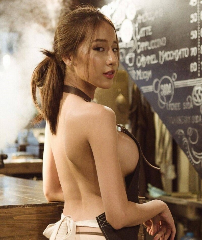 Hot Girls And Their Sexy Sideboobs (35 Photos + 5 GIFs)