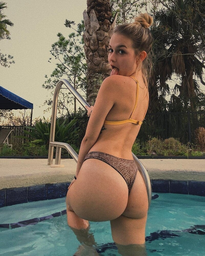 Hot Girls Like To Be Wet (59 Photos + 5 GIFs)
