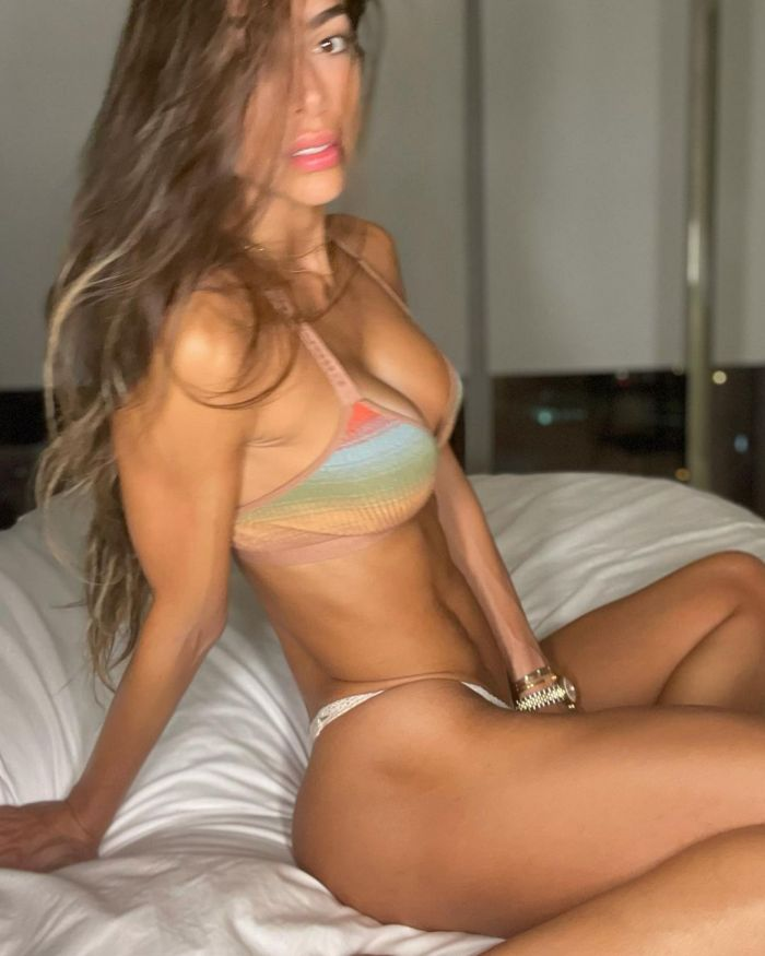 Fit Model  Hot And Sexy Pictures (25 Photos)
