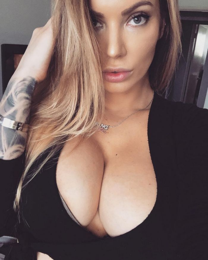 Busty Girls And Their Hot Cleavages (77 Photos)