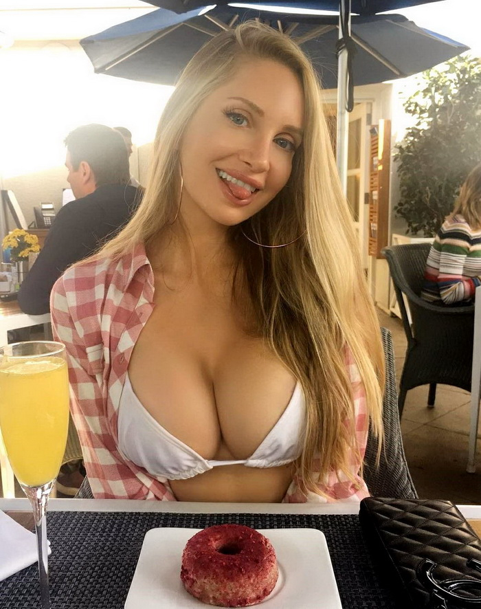 Busty Girls And Their Hot Cleavages (41 Photos)