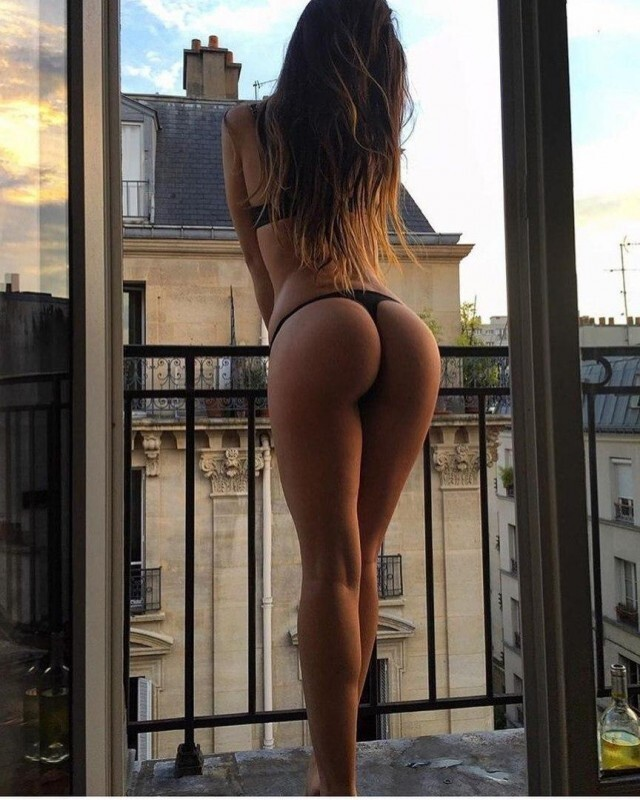 Hot Girls With Sexy Butts (61 Photos)