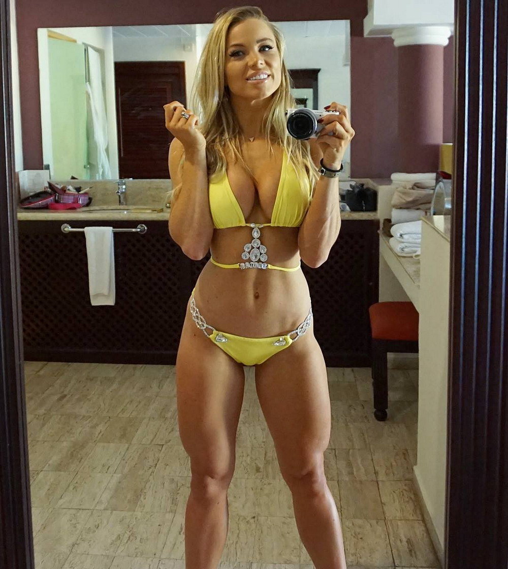 Hot Fit Girls Show Off Their Sporty Figure (34 Photos)