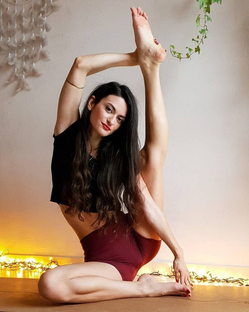 Flexible Fit Girls Are Awesome (35 Photos + 5 GIFs)