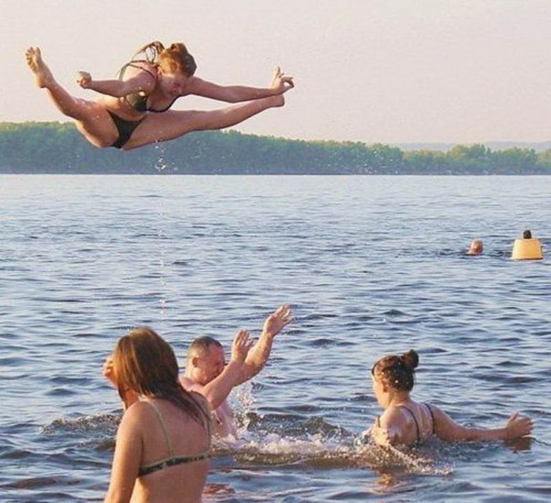 Funny Pictures Taken At The Right Time (43 Photos)