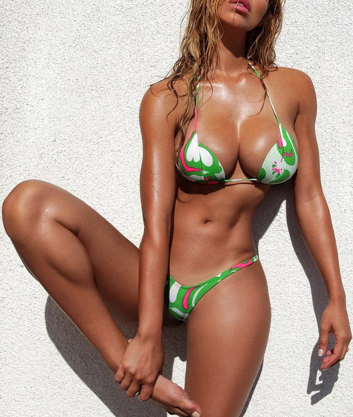 Hot Girls In Sexy Bikinis (96 Photos)