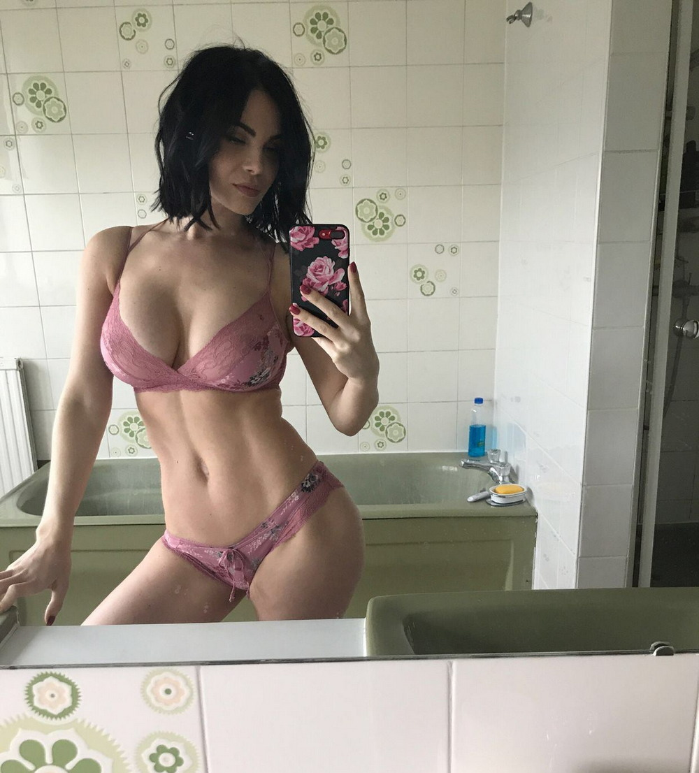 Hot Girls In Sexy Lingerie (78 Photos + 5 GIFs)