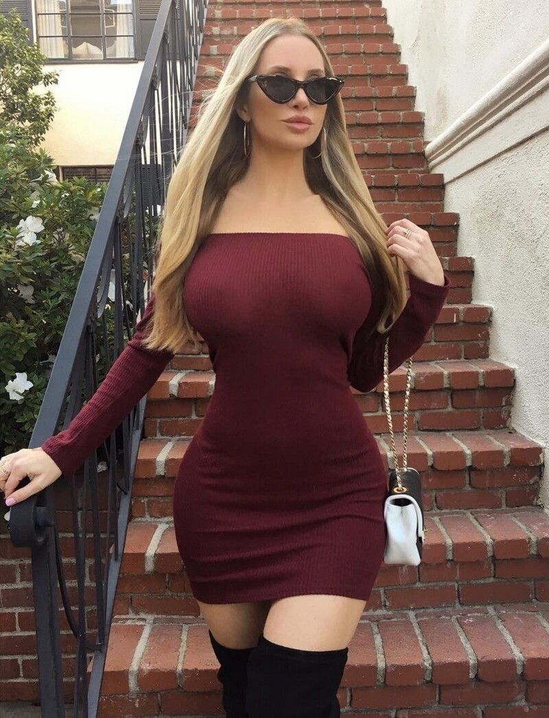 Hot Girls In Tight Dresses (118 Photos + 5 GIFs)