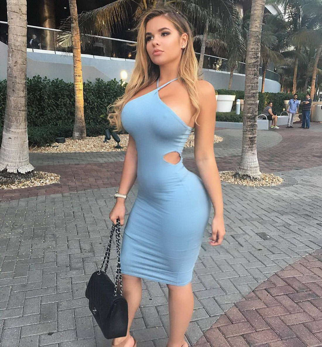 Hot Girls In Tight Dresses (40 Photos)