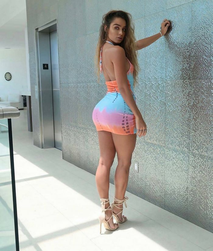 Hot Girls In Tight Dresses (83 Photos)