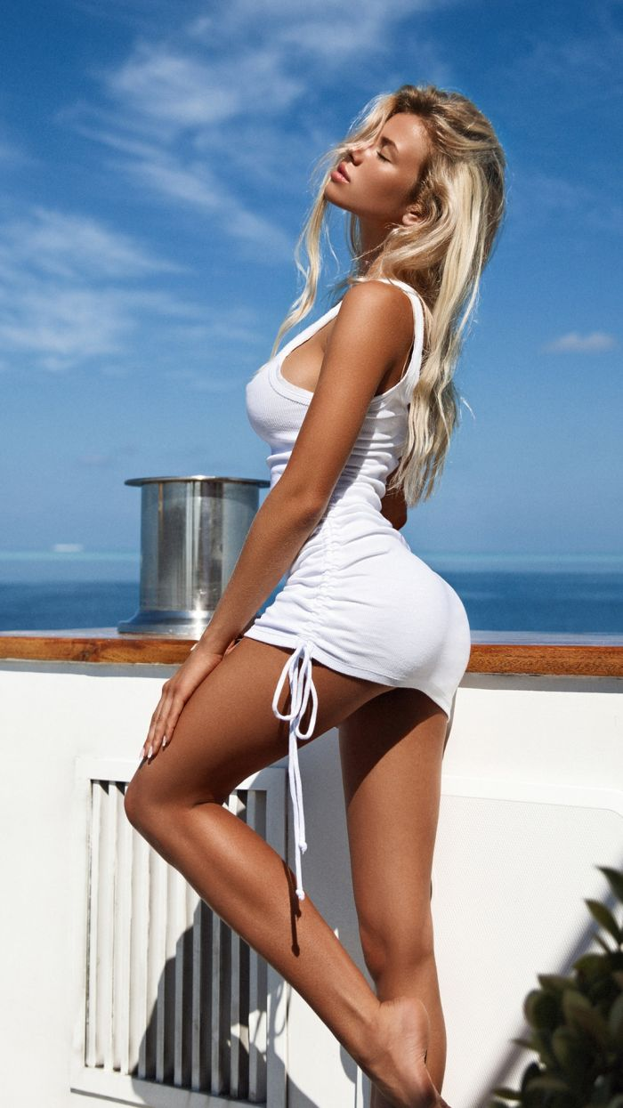 Hot Girls In Tight Dresses (119 Photos + 5 GIFs)
