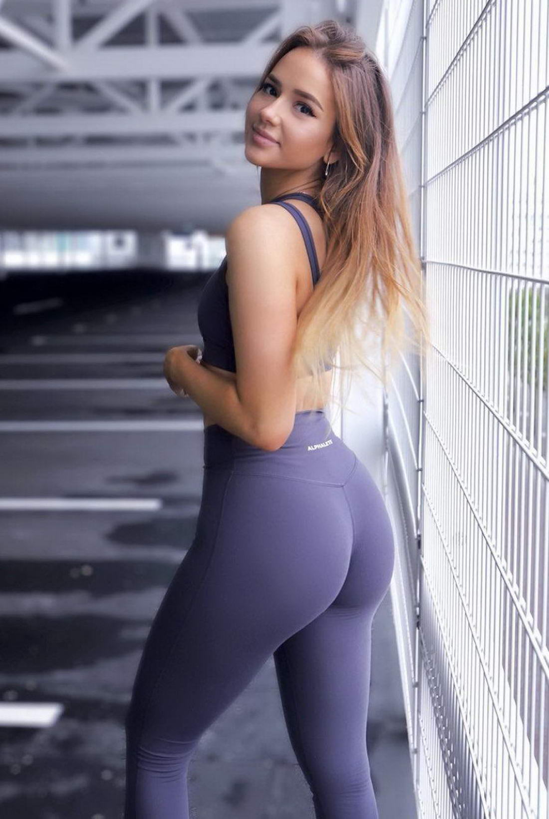 Hot Girls In Yoga Pants (44 Photos)