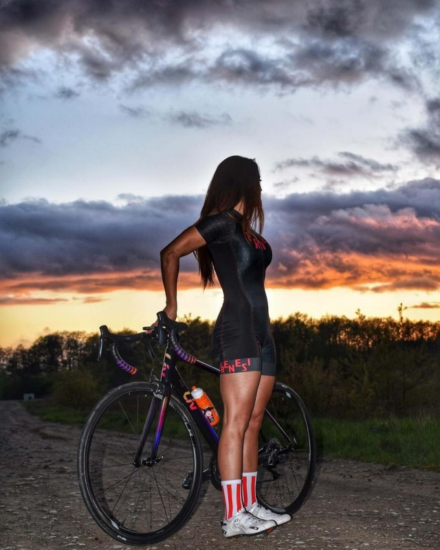 Hot Girls Like To Ride Bicycle (57 Photos)