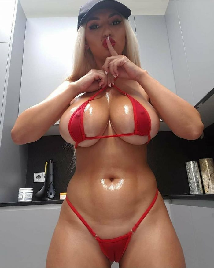 Busty Iryna Ivanova Hot And Sexy Pictures (22 Photos)