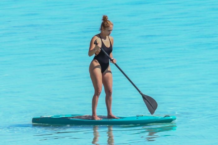 Hot Jennifer Lopez Shows Off Her Big Butt In Swimwear (24 Photos)