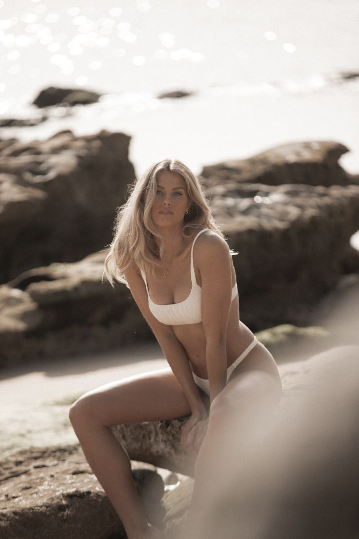Natalie Roser In Sexy Hot Photoshoot (19 Photos)
