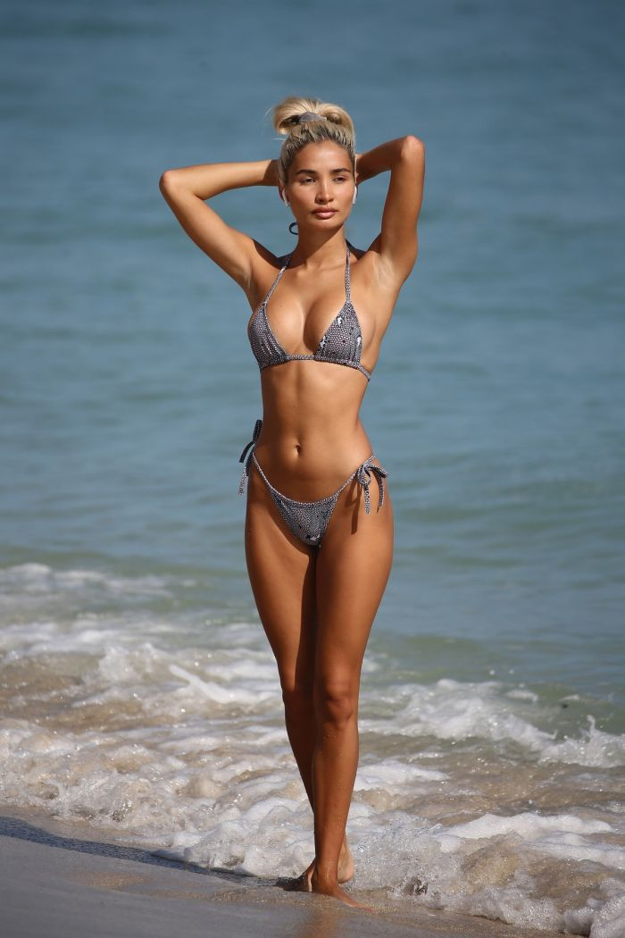 Hot Pia Mia In Sexy Bikini On The Beach (27 Photos)