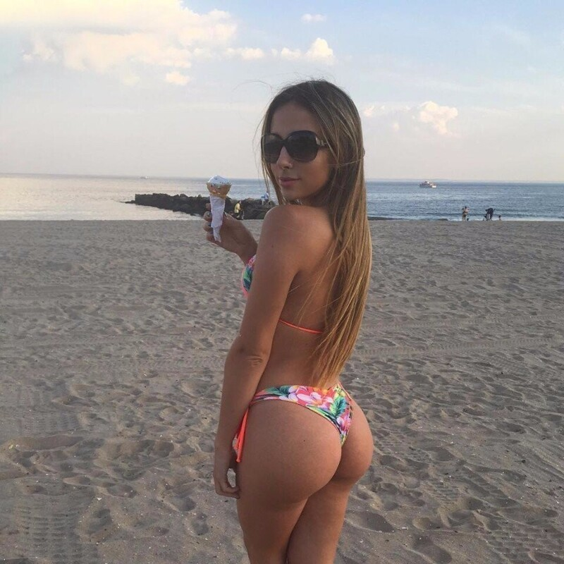 Hot Girls With Sexy Butts (73 Photos)