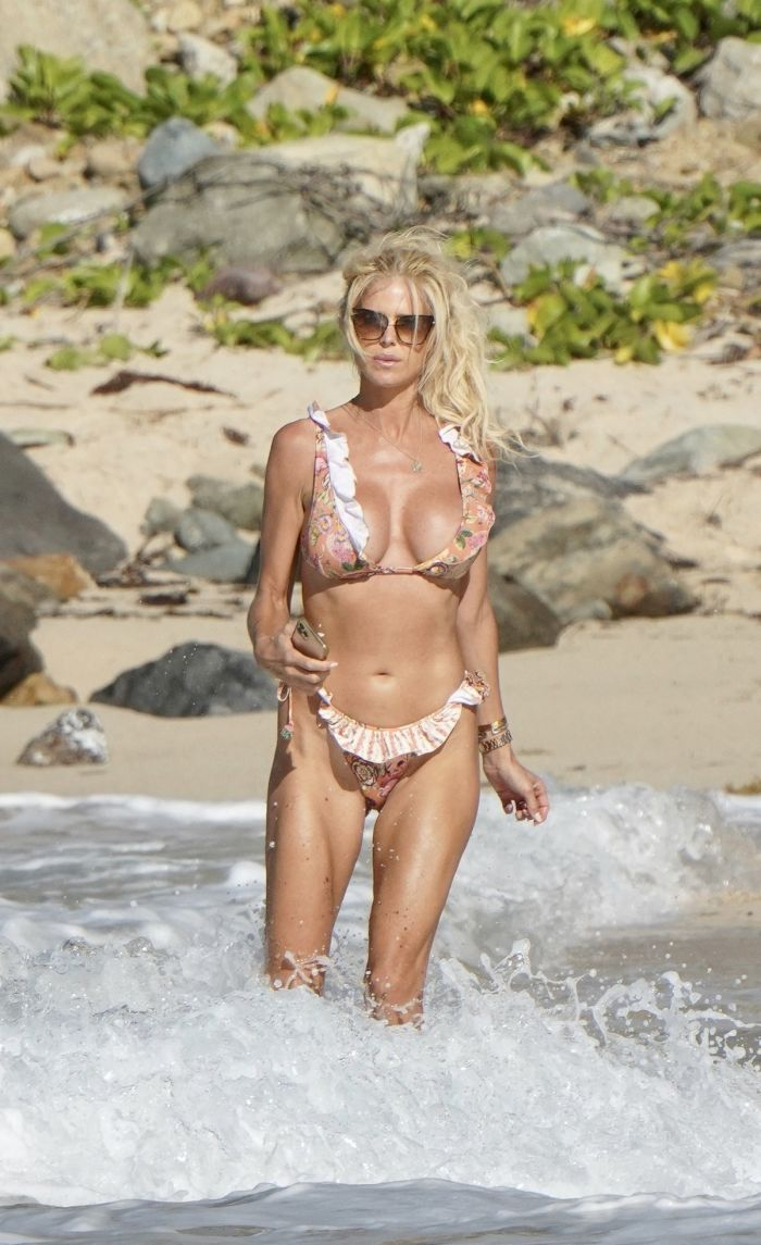 Hot Victoria Silvstedt In Sexy Bikini On The Beach (28 Photos)