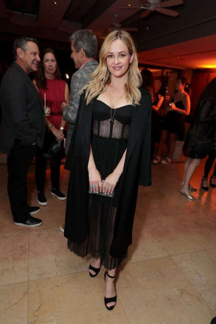Ambyr Childers Sexiest Pictures (41 Photos)
