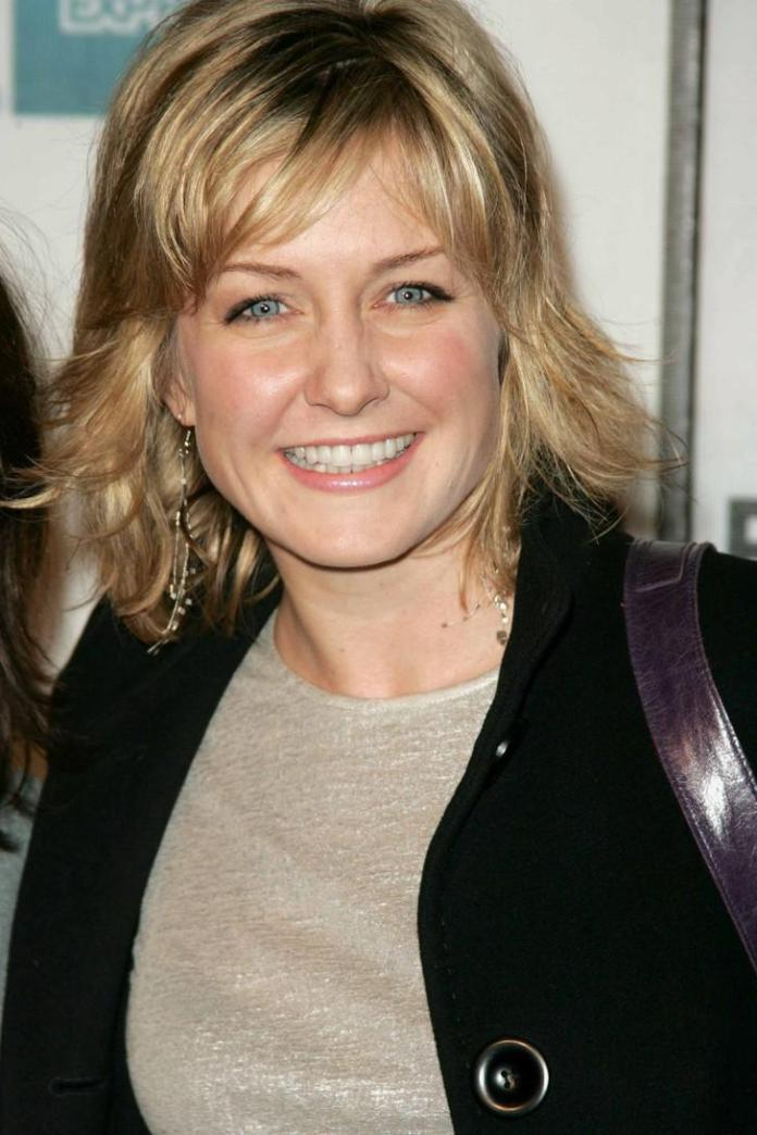 Amy Carlson Sexiest Pictures (35 Photos)