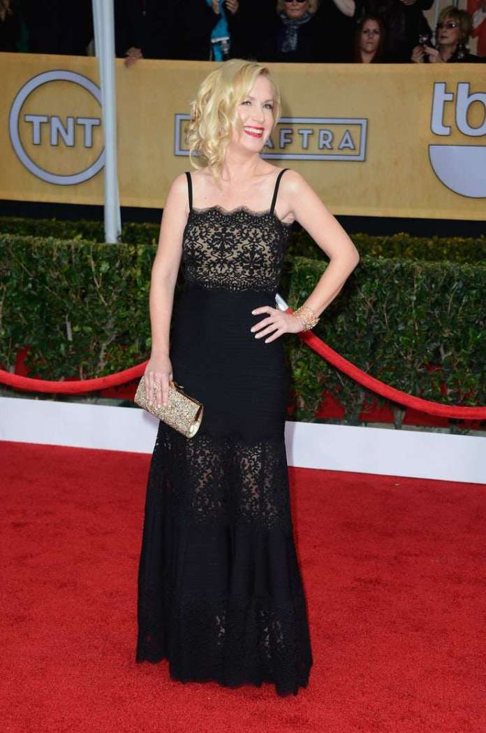 Angela Kinsey Sexiest Pictures (41 Photos)