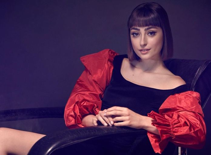 Ellise Chappell Sexiest Pictures (39 Photos)