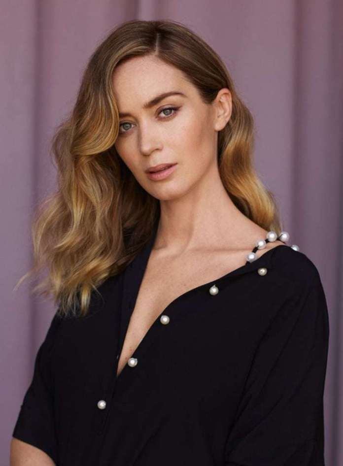 Emily Blunt Sexiest Pictures (41 Photos)