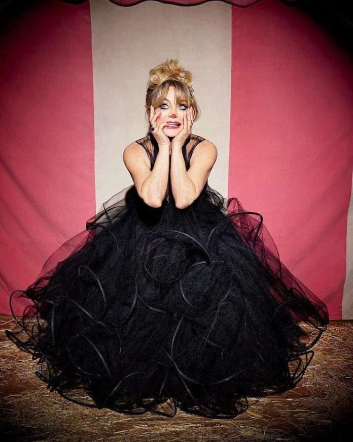 Goldie Hawn Hottest Pictures (41 Photos)
