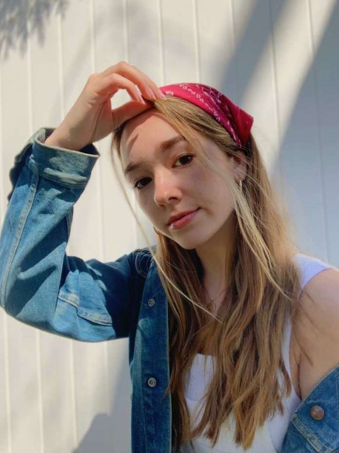 Holly Taylor Hottest Pictures (41 Photos)