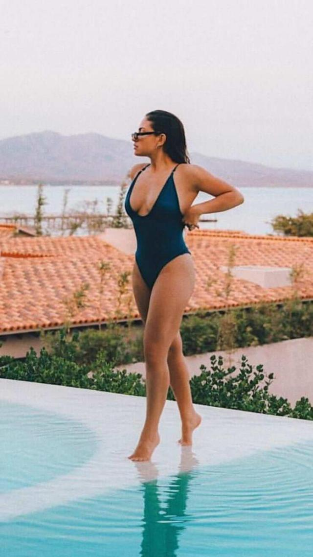Inanna Sarkis Sexiest Pictures (40 Photos)