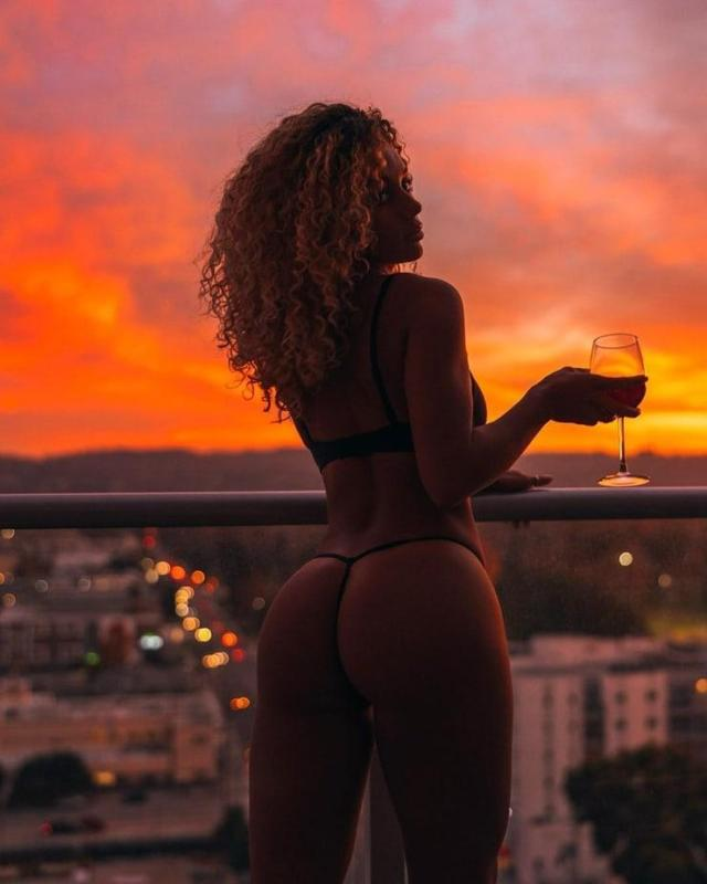 Jena Frumes Hottest Pictures (39 Photos)