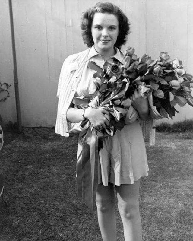 Judy Garland Sexiest Pictures (39 Photos)