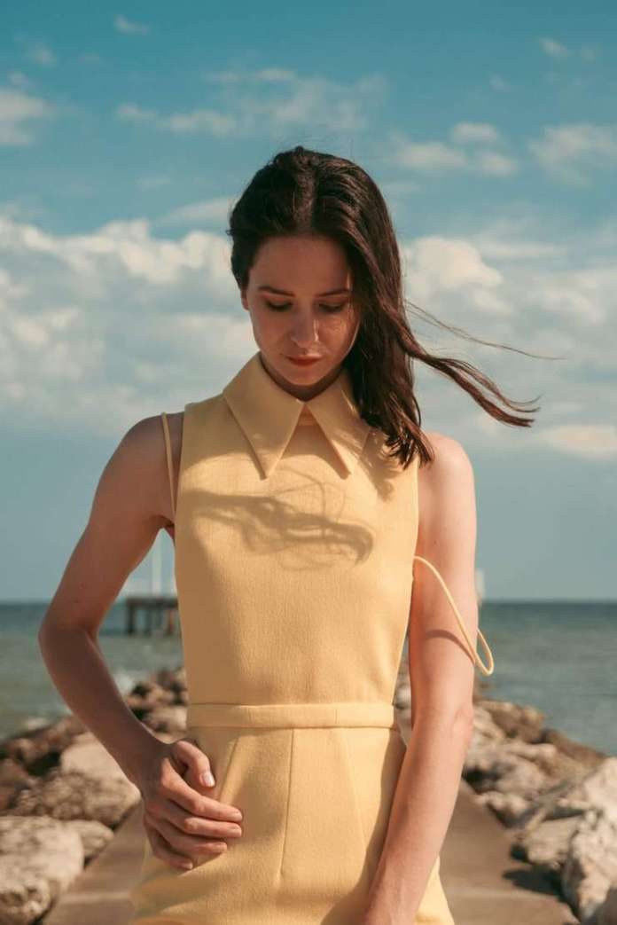 Katherine Waterston Sexiest Pictures (41 Photos)