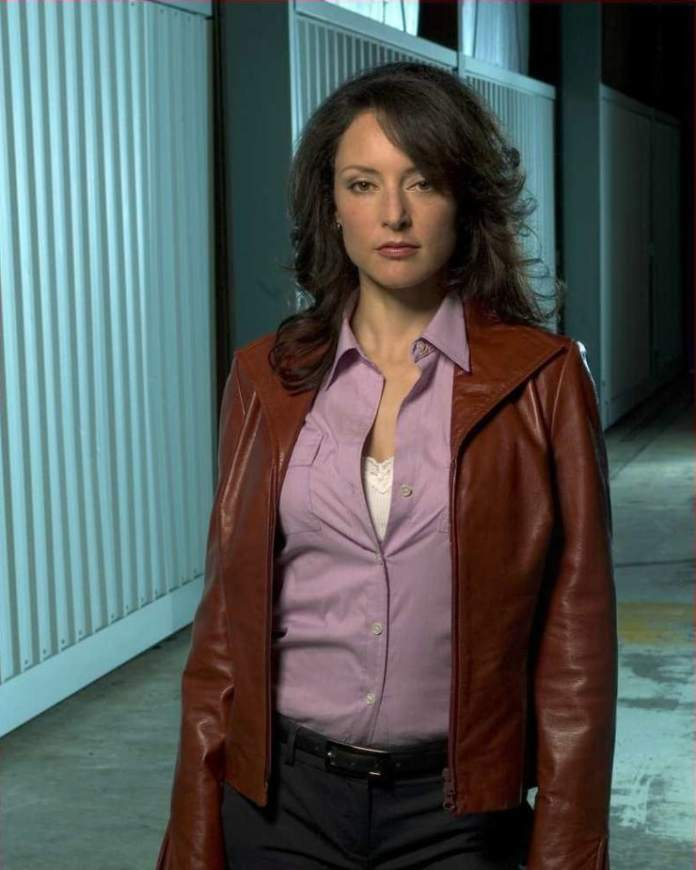 Lola Glaudini Hottest Pictures (39 Photos)