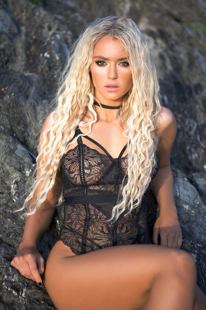 Lucie Donlan Hottest Pictures (39 Photos)